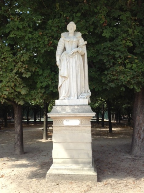 A statue of Marie de Medecis in the Allee de Reines.