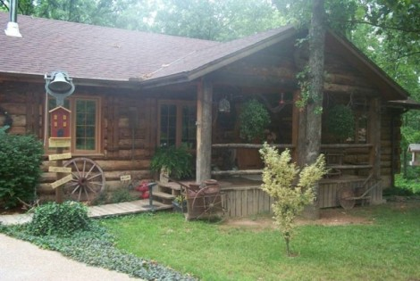 A classic country log home, such as would have been prepared by timber supplied by New England Log Homes.